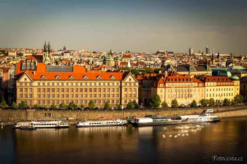Praha ve zlatém světle.