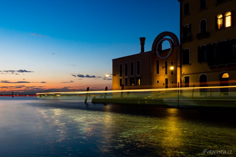 Modrá hodina v italských Benátkách.