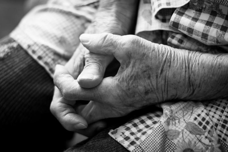Ruce babičky.