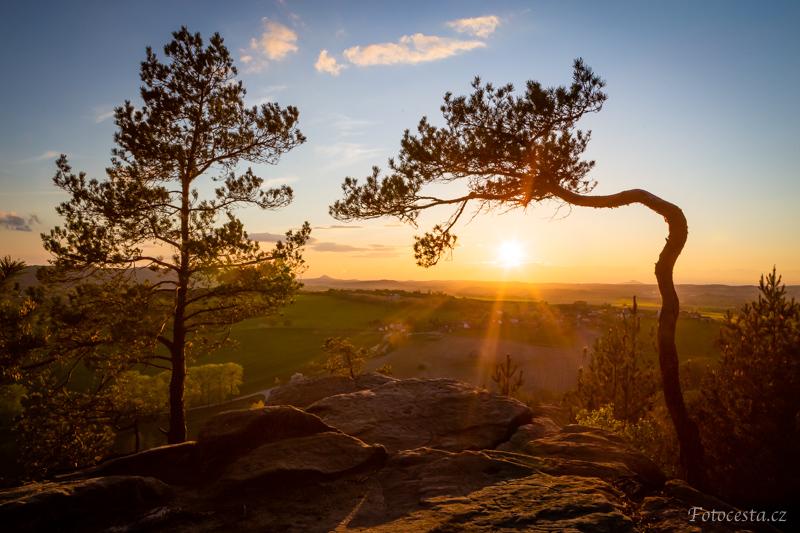 Západ slunce z vyhlídky na Bezděz.