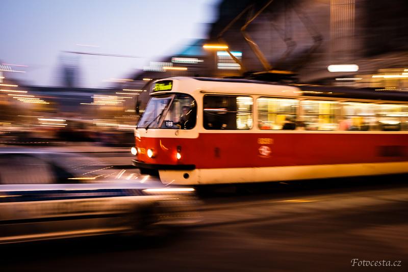 Tramvaj na Václavském náměstí v Praze.