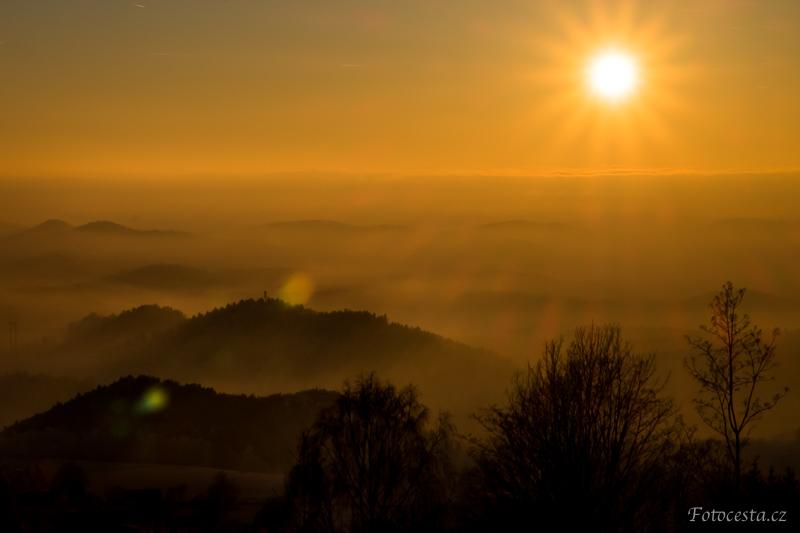 Západ slunce nad Světlou pod Ještědem.