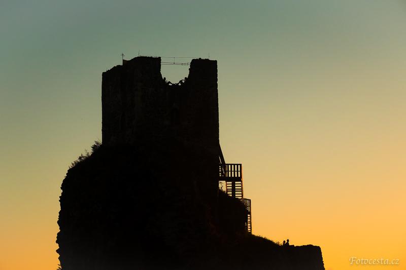 Silueta Trosek při západu slunce.