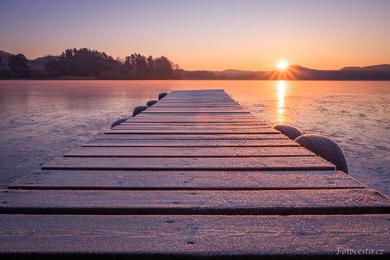 Východ slunce u Komárovského rybníka.
