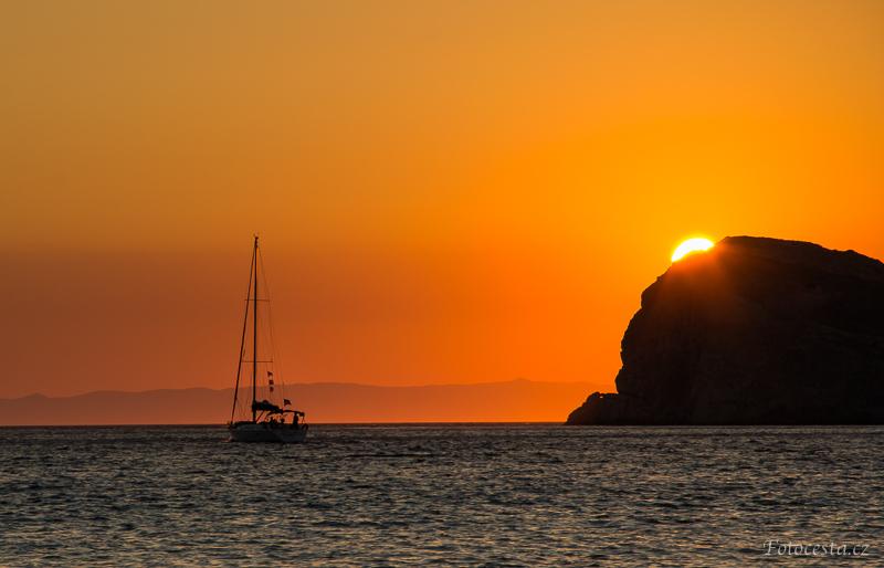 Západ slunce na ostrově Syros.