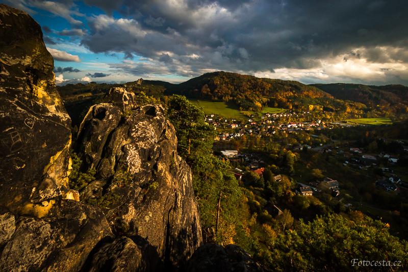Pohled z Vranova na Malou Skálu.