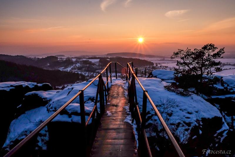 Západ slunce na Drábských světničkách.
