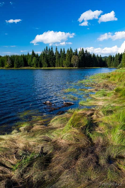 Bedřichovská přehrada v Jizerských horách.