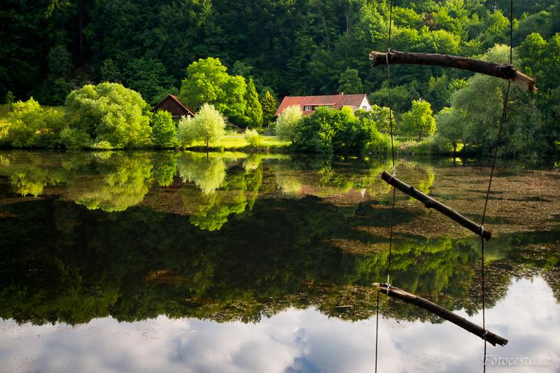 Údolí Věžického rybníka.