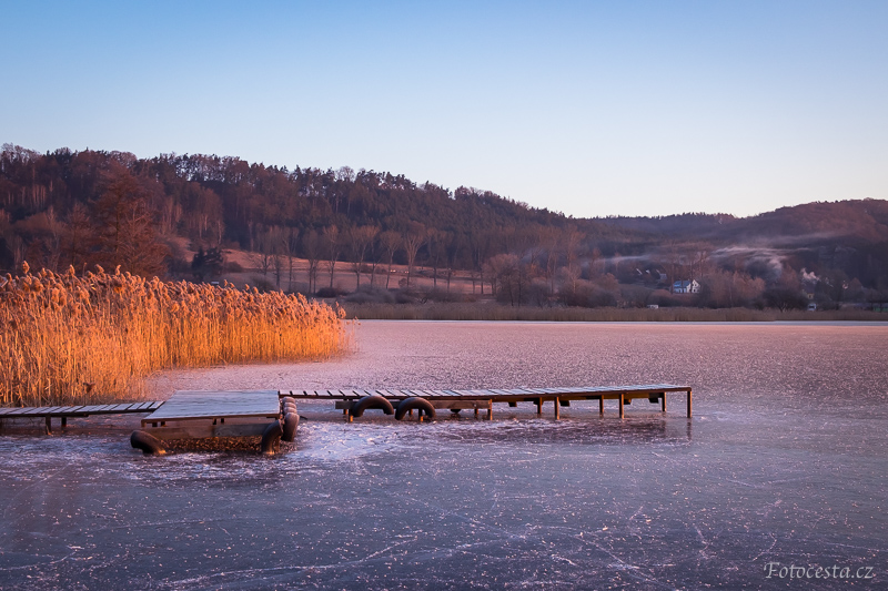 Zamrzlý Komárovský rybník.