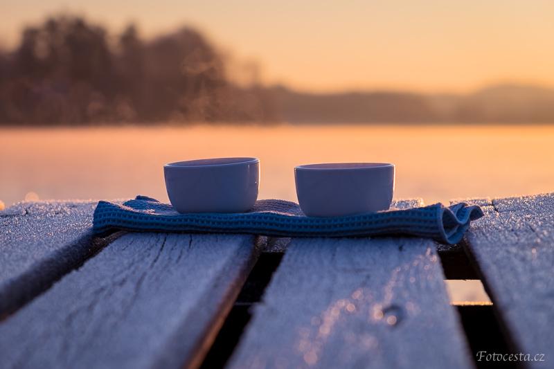 Čaj na zamrzlém rybníce.