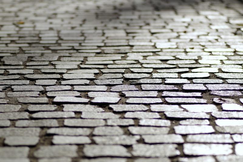 Detail mozaiky dlažebních kostek.
