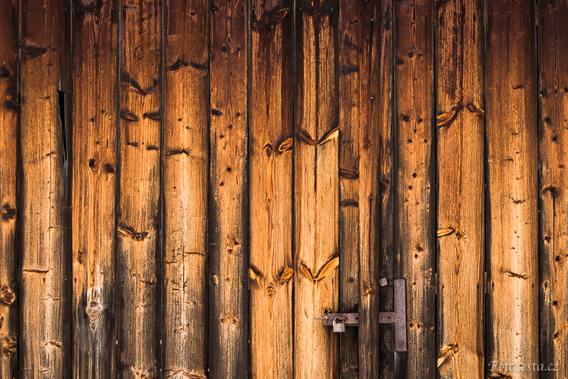 Dřevo.