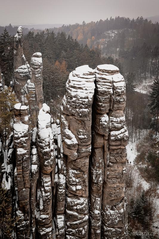 Pohled z Vyhlídky Českého ráje v Prachovských skalách.